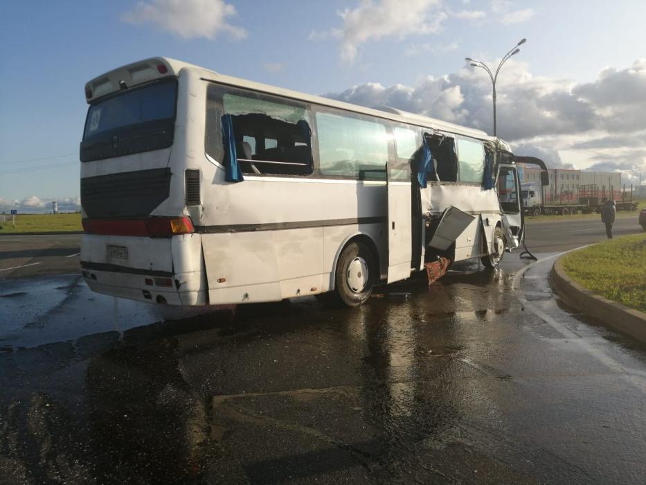 В Елабужском районе произошла авария с участием грузового Mercedes с автобусом Hyunda