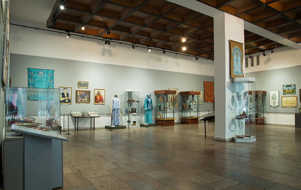 В Новокузнецке открылась выставка «Искусство казанских татар»