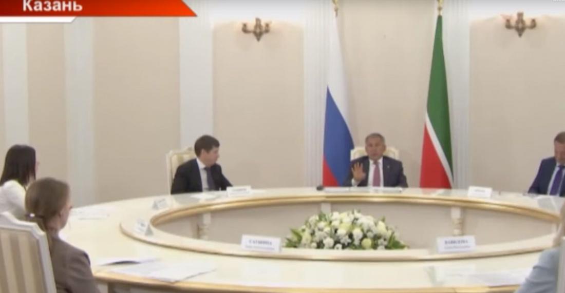 Рустам Минниханов дал интервью главным редакторам ведущих СМИ Татарстана (ВИДЕО)