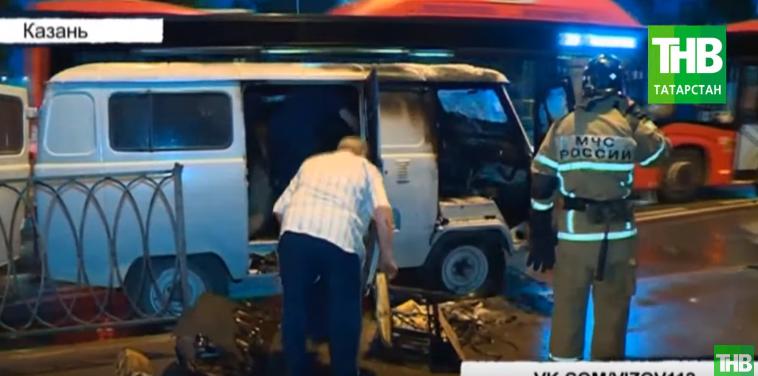 В Казани на улице Тэцевская УАЗ вспыхнул прямо во время движения (ВИДЕО)