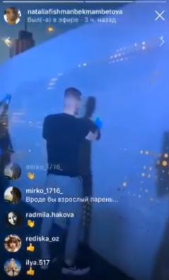 Наталия Фишман показала, как вандалы оттирают свои же граффити на набережной озера Кабан в Казани