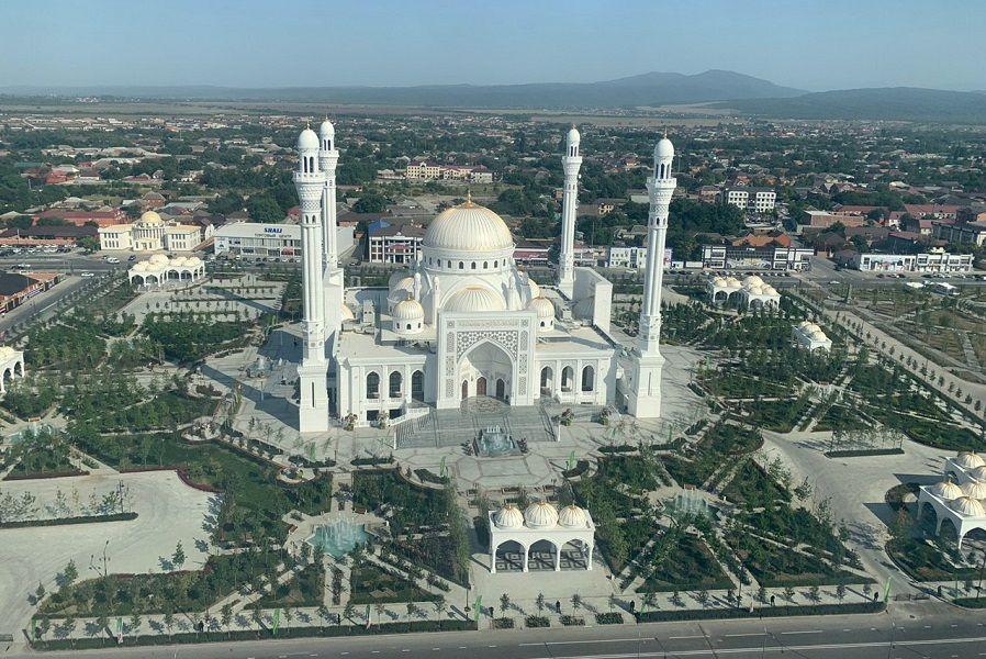 """В Чечне открылась крупнейшая в Европе мечеть """"Гордость мусульман"""""""
