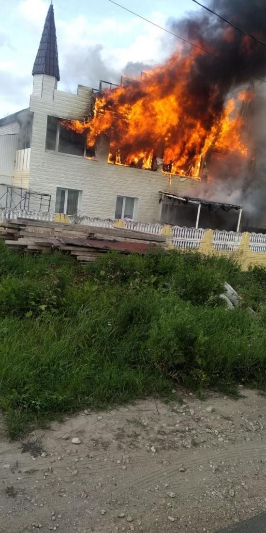В Казани загорелась крыша частного детского садика в Константиновке