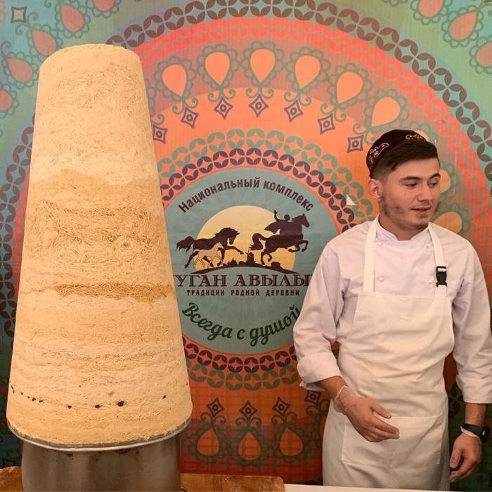 В Казани приготовили самый большой талкыш калеве в мире (ВИДЕО)