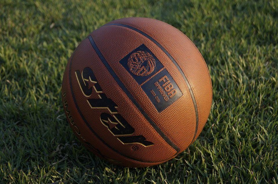 Мячом из мусора сыграют в новом сезоне Единой лиги ВТБ по баскетболу