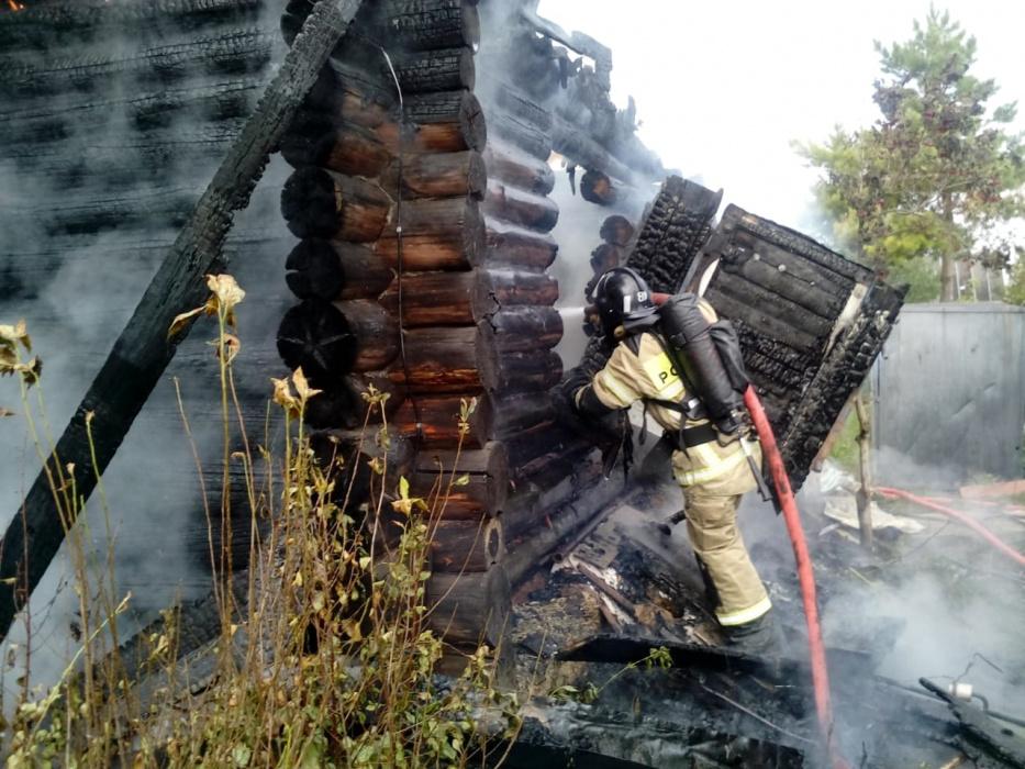 Пенсионер не успел выбраться из домика и сгорел в пожаре