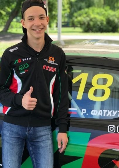 Сын певца Салавата Фатхетдинова стал абсолютным победителем в серии кольцевых гонок (ВИДЕО)