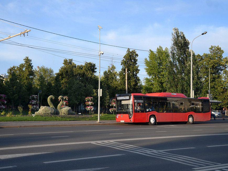 На остановке Файзи в Казани из автобуса выпала женщина и девочка