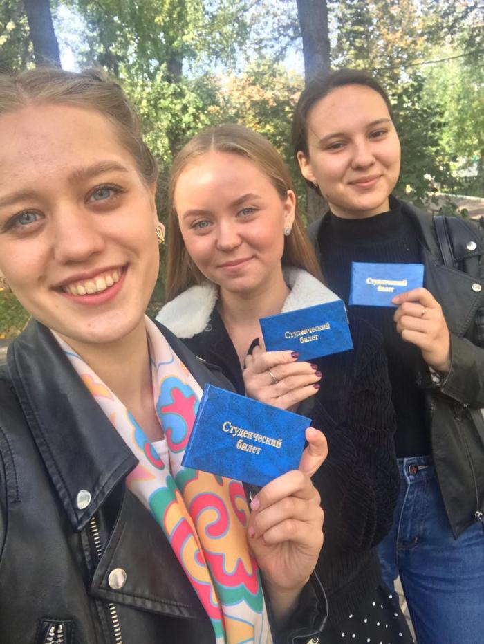 Сегодня трое финалисток конкурса #АЙДАНАТНВ2019 получили студенческие билеты первокурсника