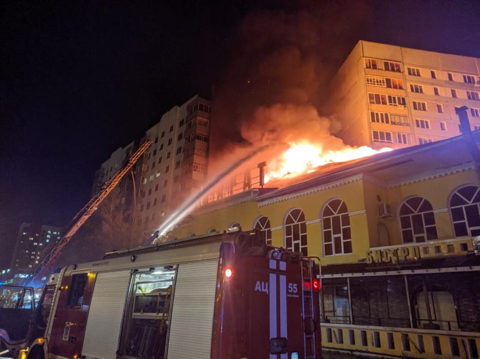 В сгоревшем ресторане Набережных Челнов нашли тело ребенка (ВИДЕО)
