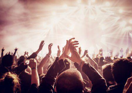 Афиша на выходные: Гастроли Петербургского театра в Казани, открытие сезона в ТЮЗе и выступление «Аигел»