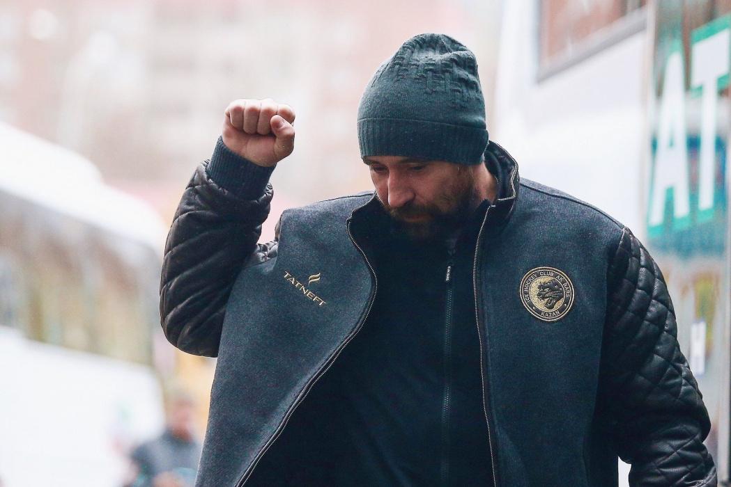 """Данис Зарипов побил Линуса Умарка в """"Зеленом дерби"""""""