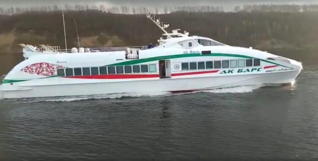 Капитан корабля, который спасал людей с «Булгарии», выложил видео испытания теплохода в Татарстане