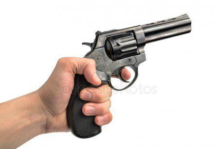 ОМОН скрутил на почте в Набережных Челнах человека с пистолетом