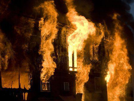 Семья пенсионера-оформителя из театра оперы и балета им. Джалиля погибла в огне из-за мусора (ВИДЕО)