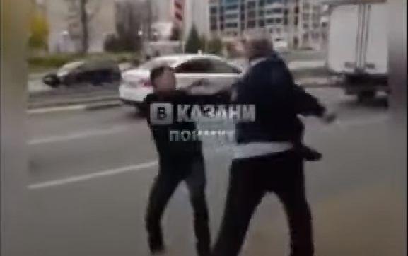 В Казани состоялся кулачный бой двух водителей автобусов (ВИДЕО)