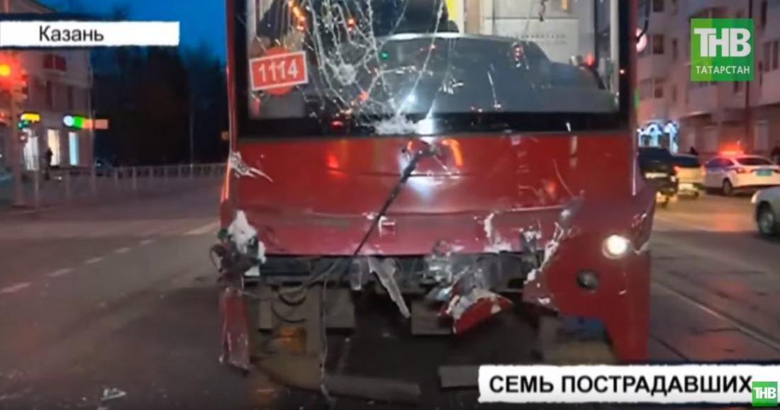 Семь человек пострадали в результате столкновения троллейбуса и трамвая в Казани (ВИДЕО)