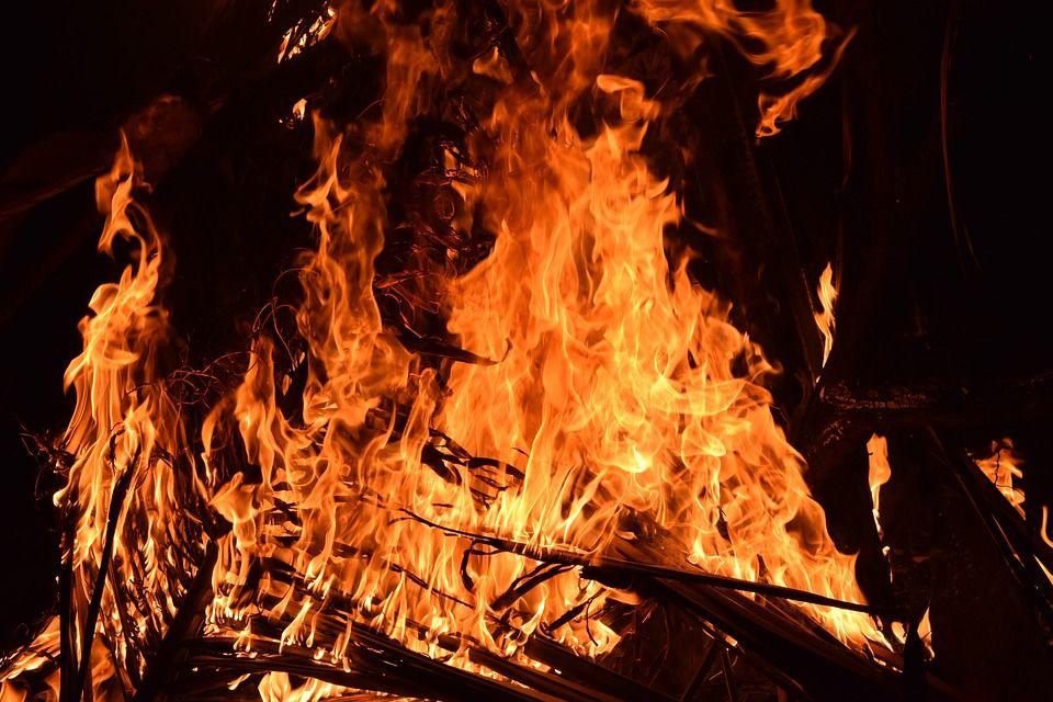 Сегодня в Нижнекамске загорелся завод в промзоне