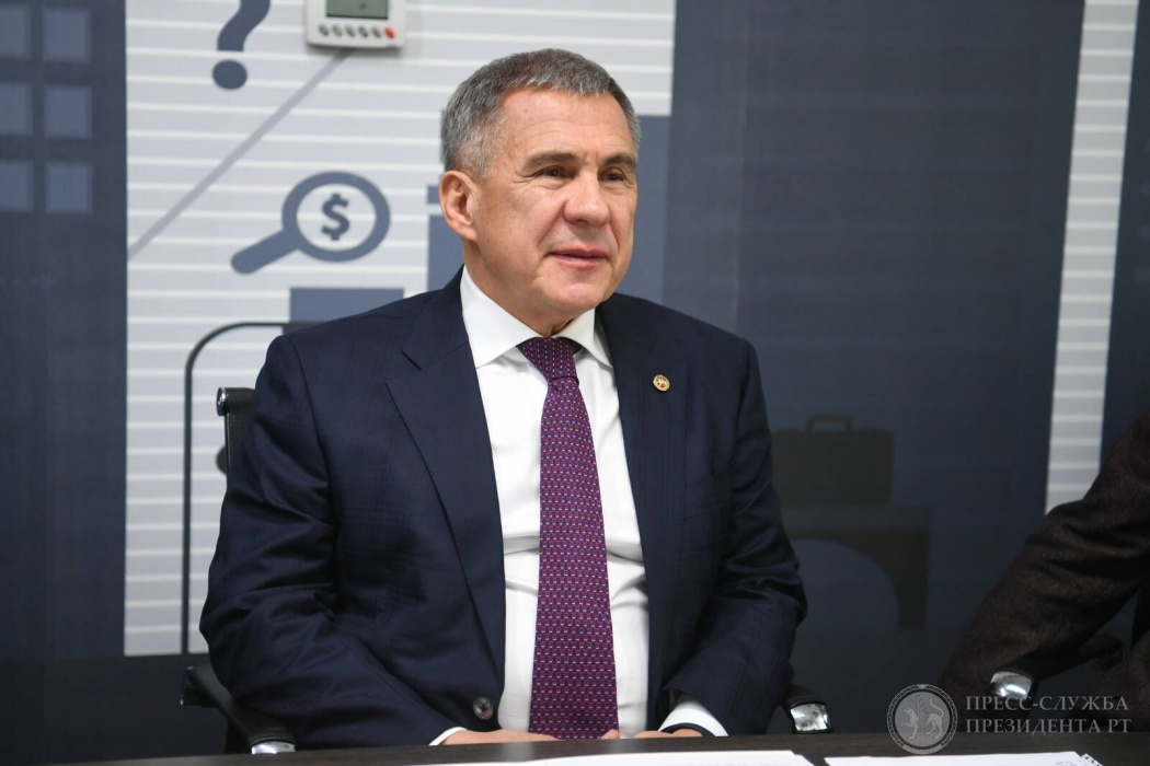 Рустам Минниханов поздравил жителей Татарстана с Днем Конституции РТ