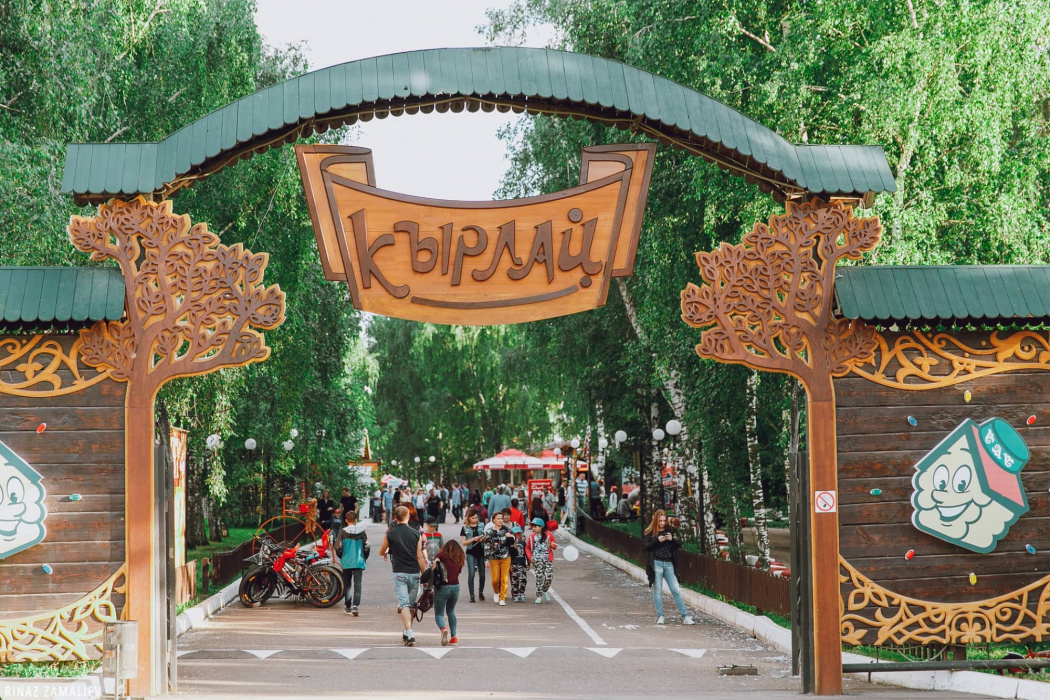 В Казани вырубают многолетние деревья в парке аттракционов «Кырлай» (ВИДЕО)