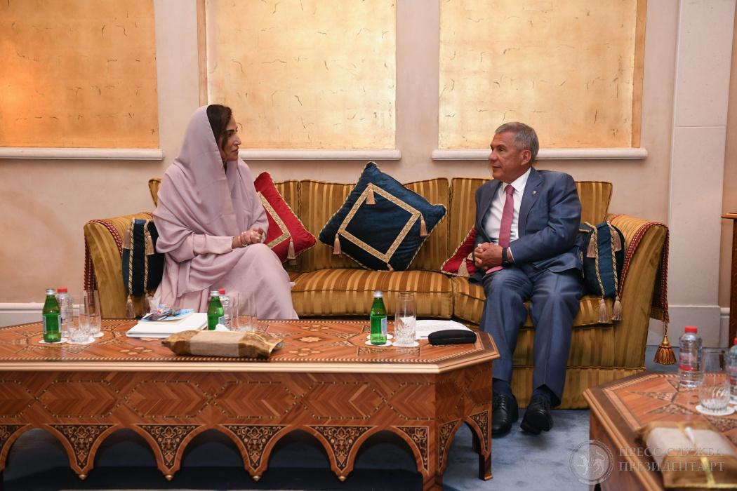 Рустам Минниханов на саммите в ОАЭ встретился с принцессой Саудовской Аравии (ВИДЕО)
