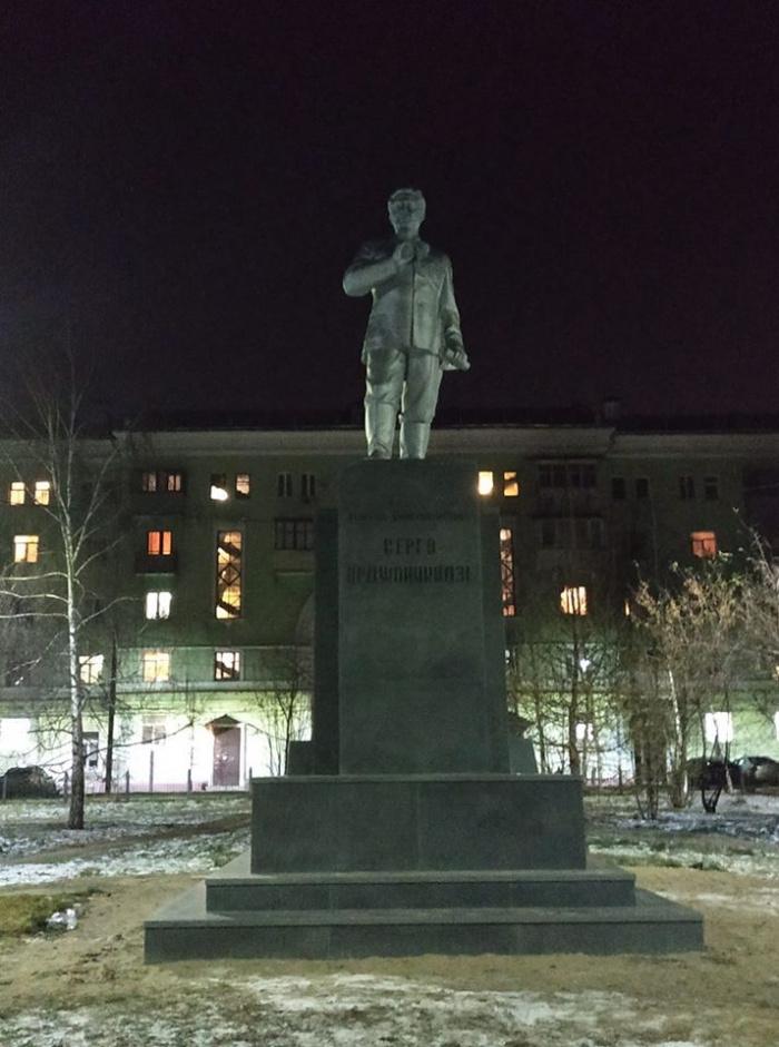 В Казани установили памятник Серго Орджоникидзе с ошибкой в имени