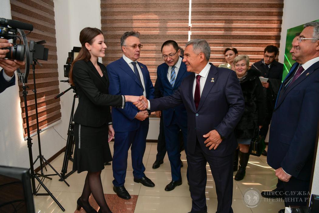Рустам Минниханов посетил новый корпункт ТНВ в Узбекистане (ВИДЕО)