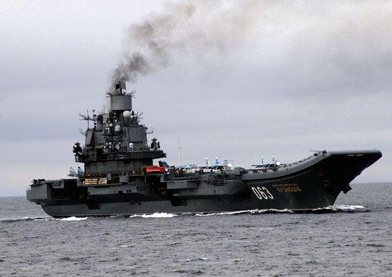 В Мурманской области горит единственный авианосец России