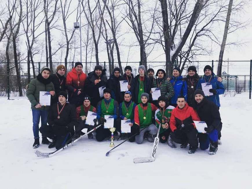 В Казани в хоккей в валенках сыграли артисты татарской эстрады