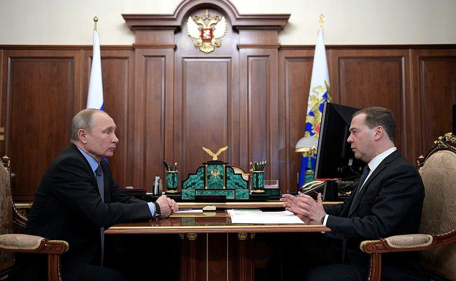 Медведев ушел в отставку после послания Путина Федеральному собранию