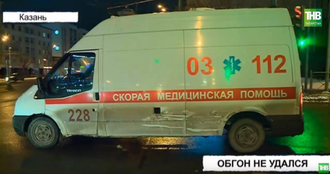 Скорая помощь спровоцировала тройную аварию в Казани (ВИДЕО)