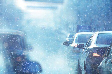 Из-за сильного снегопада Казань стоит в девятибальных пробках