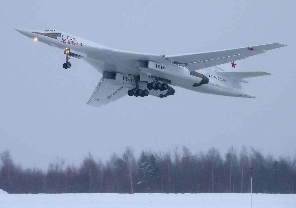В небе над Казанью прошел первый полет бомбардировщика Ту-160М