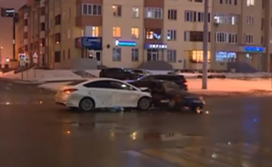 В результате автомобильной аварии в центре Казани пострадала женщина (Видео)