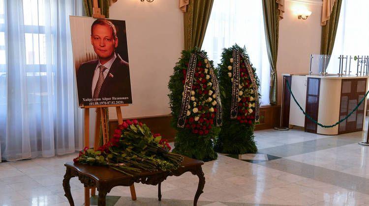 В Казани простились с погибшим в авиакатастрофе депутатом Госдумы Айратом Хайруллиным