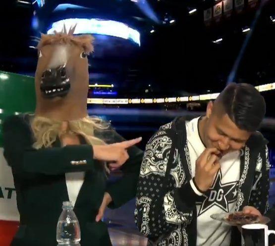Ведущая «Ак Барс-ТВ» вышла в эфир в костюме лошади (ВИДЕО)