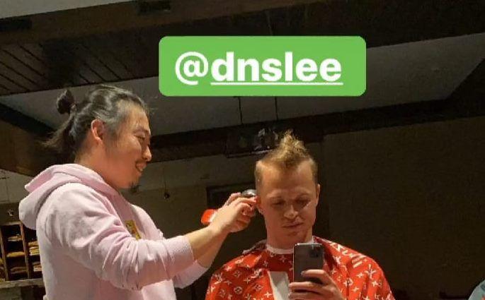«Коронавирус»: Так Тарасов подписал фото с парикмахером-азиатом