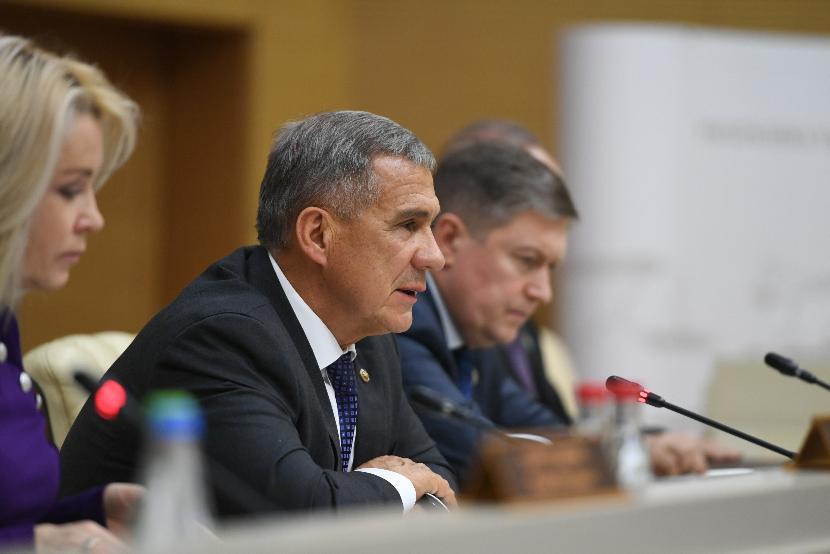 Минниханов поручил обеспечить жильем работающих в селах специалистов