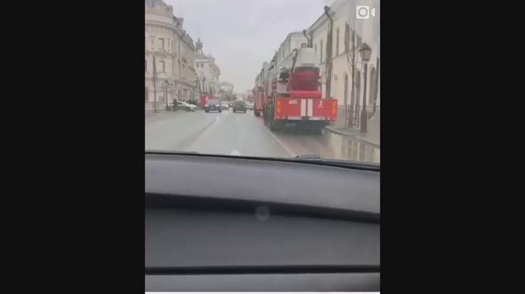 Скопление пожарных машин на улице Кремлевская в Казани шокировало очевидцев