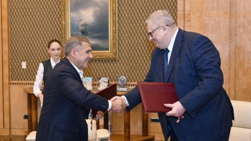 Президент Татарстана и руководитель ФСР подписали соглашение