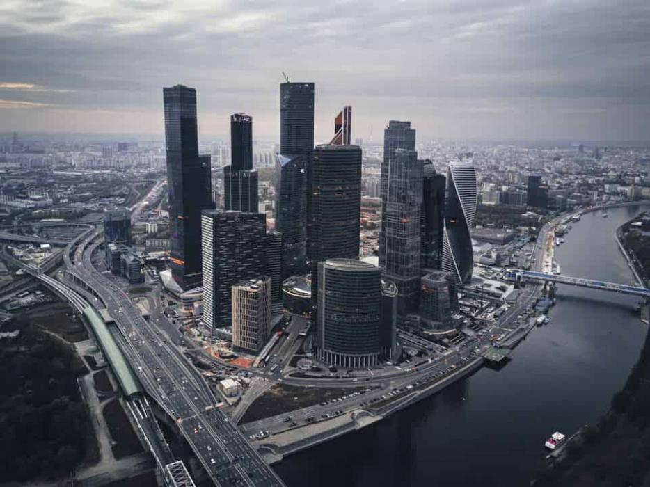В одной из башен «Москва-Сити» произошло обрушение наружной стены