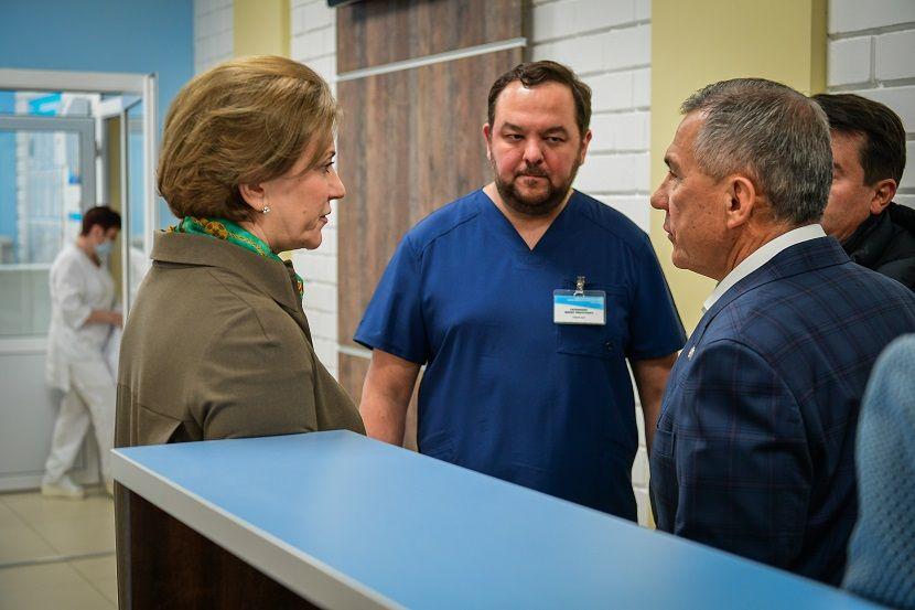Рустам Минниханов посетил эвакуированных с Diamond Princess татарстанцев