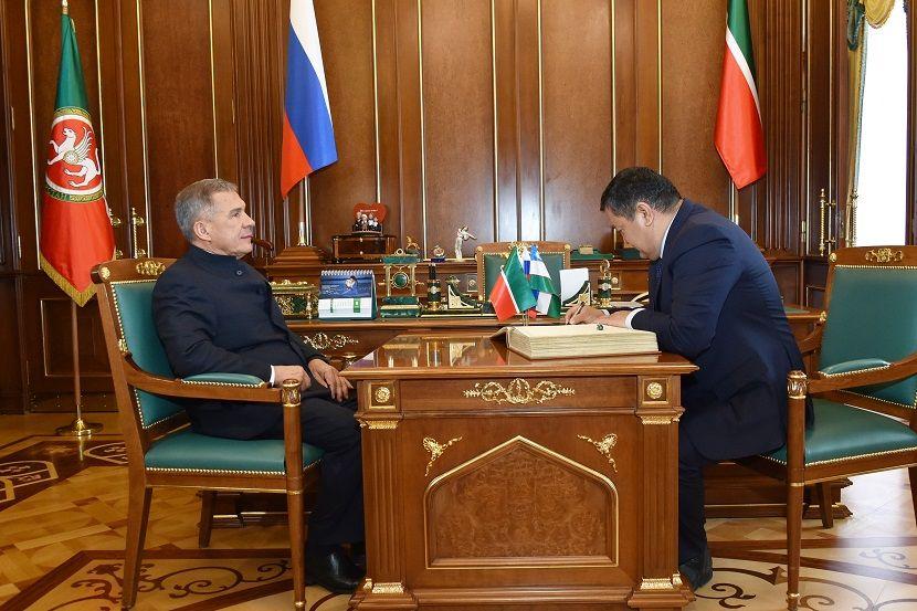 Рустам Минниханов предложил связать Казань и Бухару прямым авиасообщением