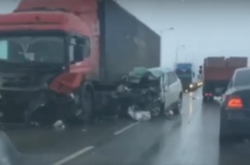 В лобовом столкновении на трассе М7 «Волга» погибли два человека
