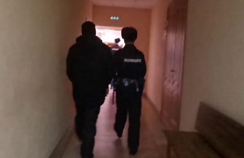 Незваный гость проник в квартиру жительницы Татарстана и украл сумку с деньгами