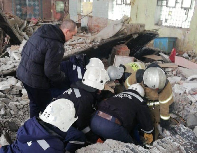 При демонтаже здания «Сантехприбора» в Казани рабочего придавило бетонной плитой