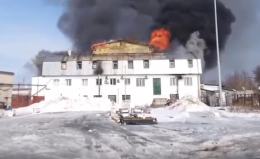 Видео: в Авиастроительном районе Казани горит склад