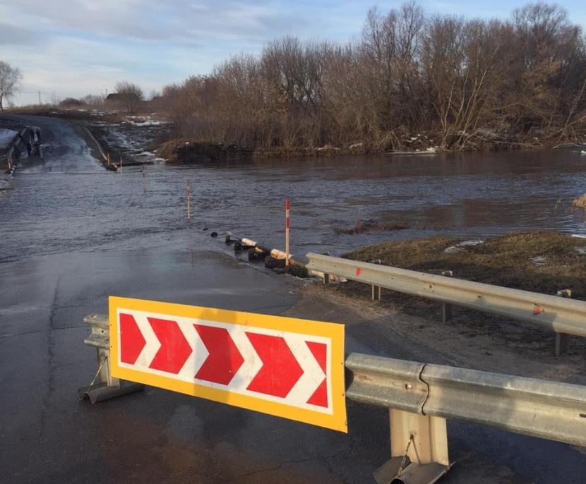 Из-за разлива Свияги два моста в Буинском районе РТ оказались под водой