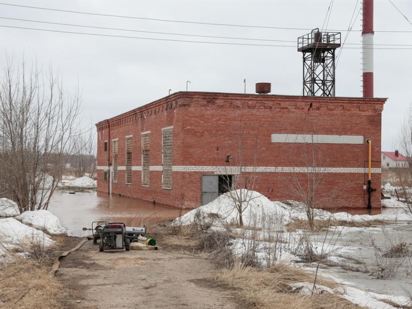 Дороги в посёлках Казани затопило талой водой