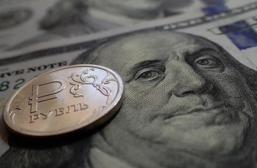Российская валюта заняла второе место в списке потенциально уязвимых